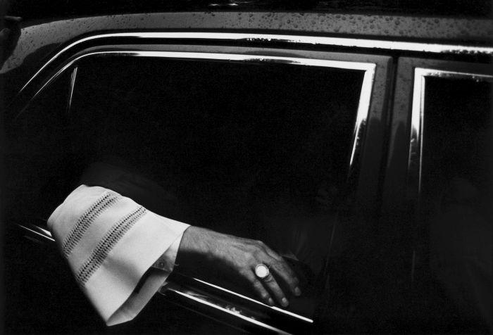 Bernd Arnold Kardinal im Dienstwagen - 100 JAHRE LEICA FOTOGRAFIE