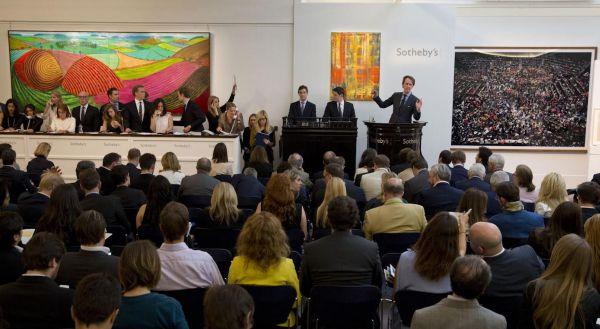 Sothebys Bacon Triptychon und Gursky Fotografien