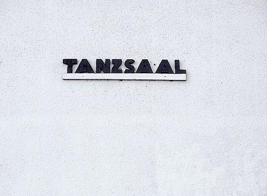 Angela Kröll: TANZSAAL