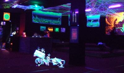 Sinneswandeln in Berlin - UV- und Lichtkunst Ausstellung
