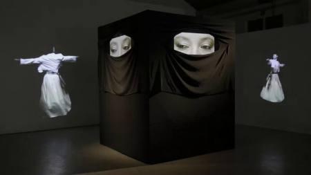 """Ausstellung der Videoinstallation """"Kaaba"""" von Aidan Salakhova"""
