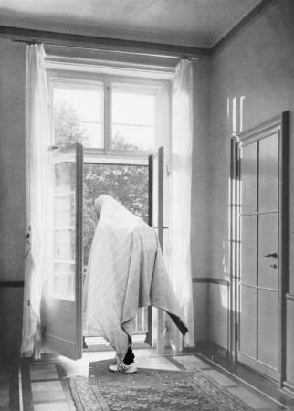 JENS ULLRICH | REFUGEES IN A STATE APARTMENT