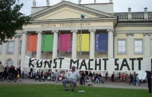 """Kunstaktion """"Stiliachus, Schokoladenschaukeln Documenta 2007"""" in der """"station15"""" in Kassel"""