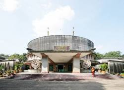 Contested Modernities - Postcolonial Architecture in Southeast Asia