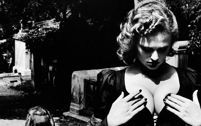 Helmut Newton SUMO - Ausstellung zum teuersten Fotobuch