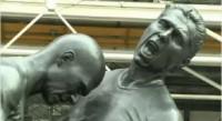 Zidane Kopfstoß als Bronzefigur vor dem Centre Pompidou