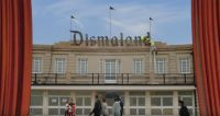 Dismaland - warum Banksys Freizeitpark nichts für Kinder ist