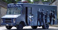 Banksy Auktion - SWAT-Bus für sechstellige Summe versteigert