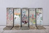 30 Jahre Mauerfall - wie sie 5 Original Berliner Mauerteile ersteigern