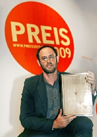 Omer Fast gewinnt Preis der Nationalgalerie für junge Kunst 2009