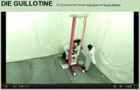 Kunstaktion Guillotine Projekt - Soll Schaf Norbert hingerichtet werden?